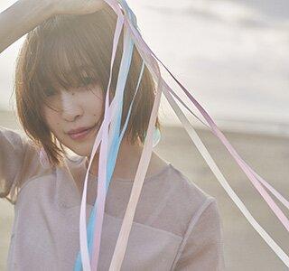 「魔女の旅々」リレーインタビュー OPアーティスト・上田麗奈「『リテラチュア』は物語を紡ぐように歌いました!」